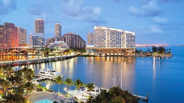 2. Fakir kafa dağıtmak için bi' arkadaşa uğrarken zengin Miami'ye uçar.