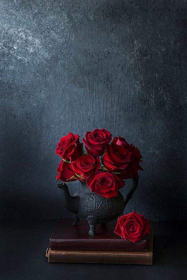14. Bütün çiçekler bir yana, kırmızı güller bir yana!