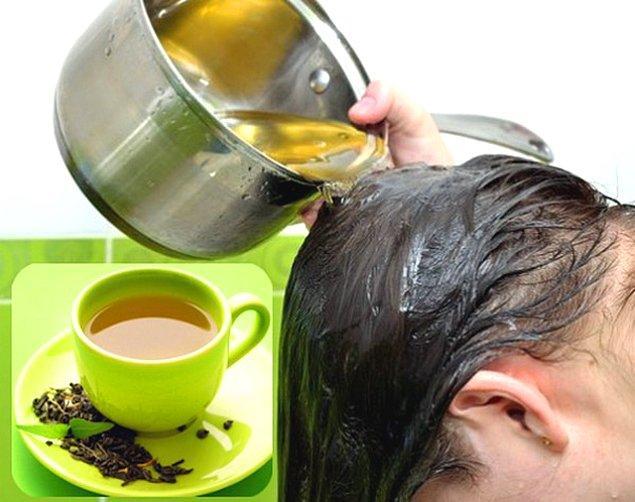 3. Yeşil çay, saç dökülmesini önleyen ve saç uzamasını artıran antioksidanlar açısından zengindir.