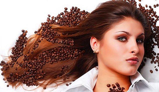 10. Kafein saç büyümesini düzenleyen ve onu geliştiren faktörlerin üretimini arttırır.