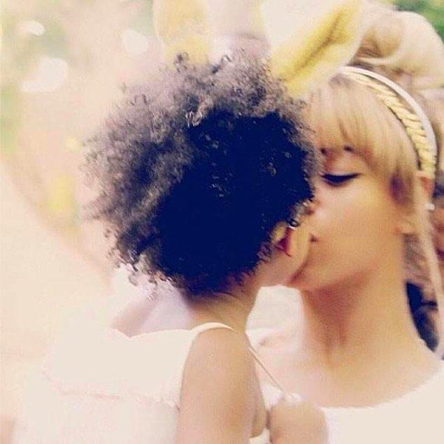 Bu arada çocuğunun dudağından öpen ve bunu paylaşan tek kişi elbette ki sadece David Beckham değil.