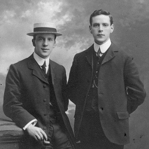 1910'larda Ellis Adası'nda kontrolden yeni geçmiş, İrlandalı çete kardeşlerine katılacak taze bir kelt gangster olurdum