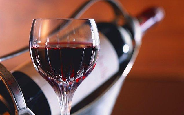 3. Şarap üretiminde kullanılan üzümler sıradan bir markette bulamayacağınız türden üzümlerdir.