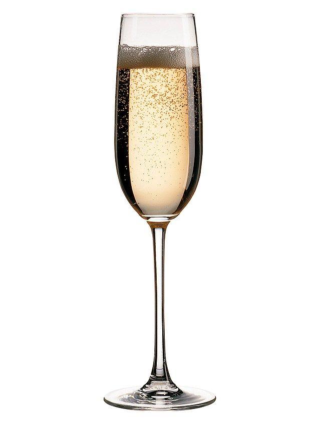 4. Şampanya adı verilen köpüklü şaraplar yanlışlıkla üretilmiştir.