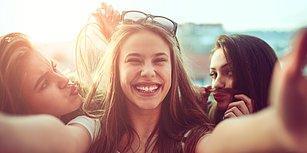 Gün İçinde Saçlarının Mis Gibi Kokmasını İsteyeceğin 11 Kritik An