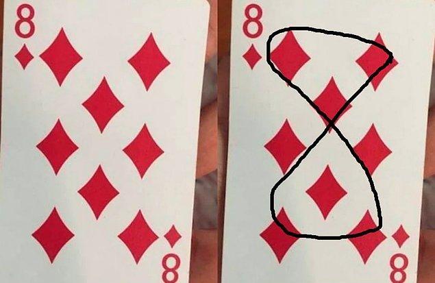 3. Bir poker destesindeki Karo 8'in üzerindeki desenler, 8 çizecek şekilde.