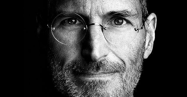 Steve Jobs, Bill Gates gibi başarılı insanların okuldayken başarılı bir öğrenci olmadıklarını öğrenip kendilerini avutmuşlardır.