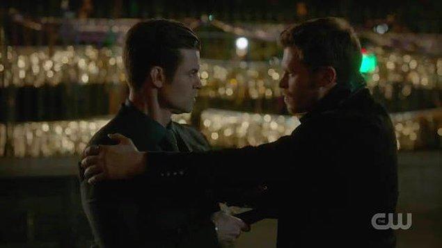 32. ''The Originals''ta iki kardeş Klaus ve Elijah'nın, birbirlerini öldürmek zorunda kalmaları...