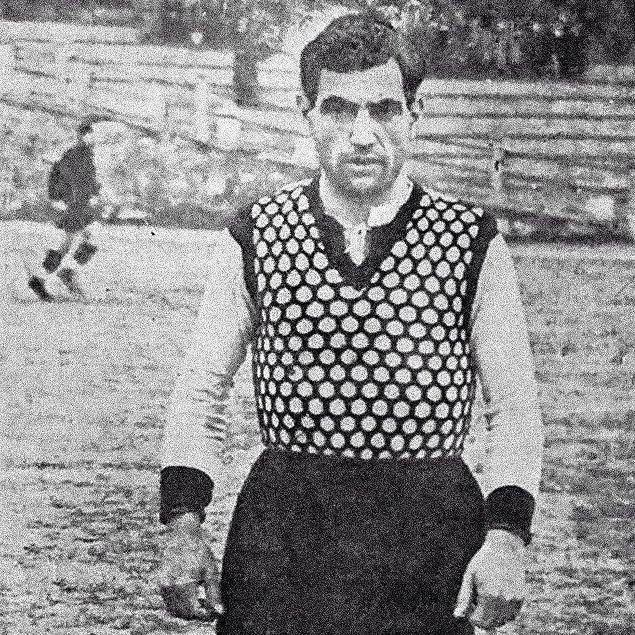 Derbi tarihinde en çok gol atan oyuncu, Beşiktaş formasıyla Galatasaray'a toplamda 29 gol atan, Hakkı Yeten nam-ı diğer Baba Hakkı'dır.