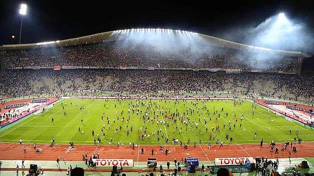 2013 / Beşiktaş taraftarları sahaya girdi.