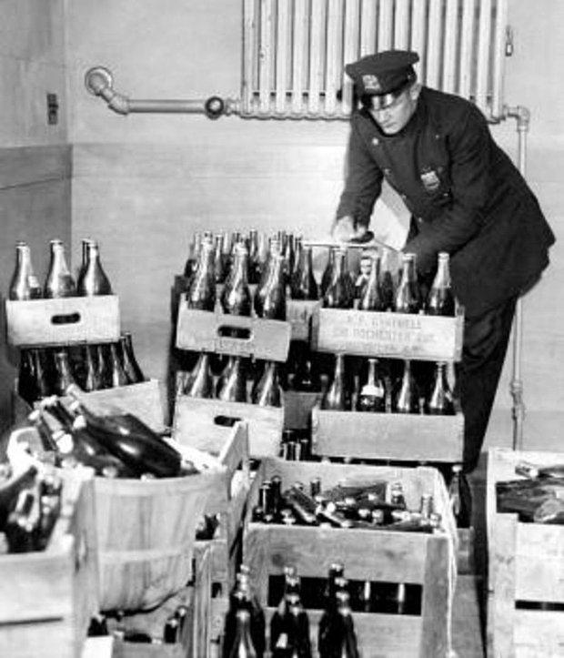 1920'lerde alkol yasağı döneminde yeraltı gece kulüplerine içki temin eden İtalyan/İskoç mafyanın bir parçası olurdum
