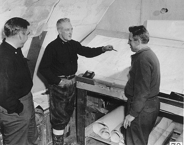 1929'da ABD'li Amiral Richard Byrd, Güney Kutbu üzerinde uçan ilk insan oldu.