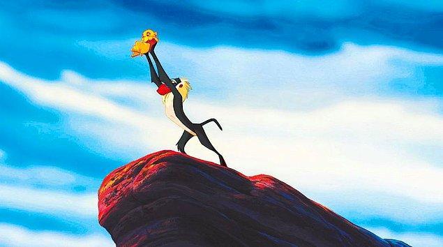 6. Senaryonun ilk halinde, Rafiki bir çitaymış ve Timon ile Pumbaa da, filmin başından beri Simba ile arkadaşlarmış.