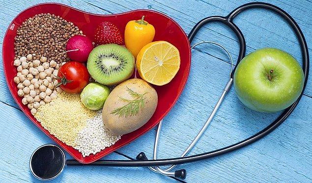 Kolesterolü düzenlemek yaşam stilinizi düzenlemek ile başlar. Tüm zamanınızı televizyon karşısında geçirerek ya da canınızın çektiği her şeyi yiyerek bir hastalıkla mücadele edemezsiniz. Planlı ve düzenli bir hayat yaşamalısınız.