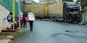 Kontrolünü Kaybeden TIR Sürücüsü Okul Duvarına Çarptı: 2 Kişi Ezilmekten Son Anda Kurtuldu