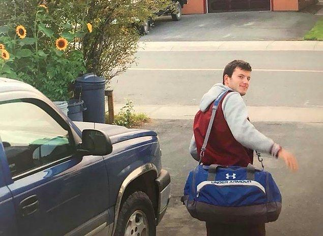 """2. """"Kardeşimi üniversiteye uğurlarken çektiğimiz son fotoğrafı. Alkollü araba kullanan birinin kurbanı oldu. Onu her gün özlüyorum."""""""