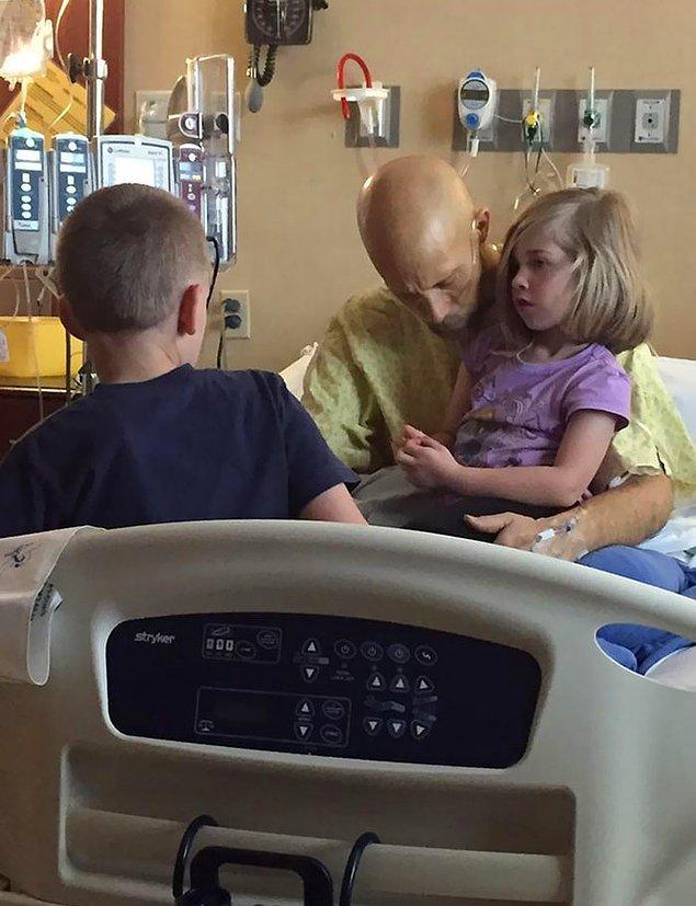 """8. """"Yakın arkadaşım Bear kızına ve oğluna veda ediyor. Sonraki akşam pankreas kanserinden hayatını kaybetti."""""""