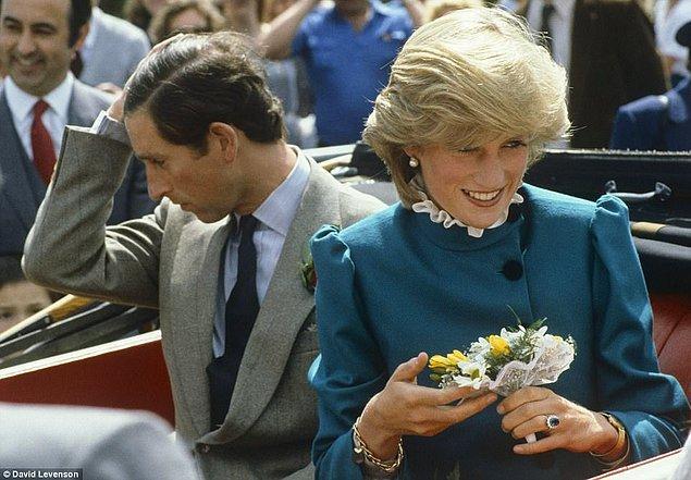 1981: Buckingham Sarayı, Prens Charles ile Lady Diana'nın nişanlandıklarını duyurdu.