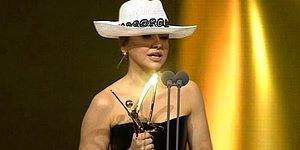 """45. Altın Kelebek Ödül Töreninde Hadise'nin Yasaklanan """"Sıfır Tolerans"""" Klibiyle İlgili Konuşması Olay Oldu!"""
