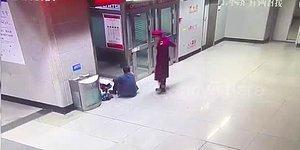Elektrikler Kesilince Ödevini Yapabilsin Diye  Kızını Tren İstasyonuna Götüren Baba!