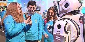 Rusların Öve Öve Bitiremediği 'İleri Teknolojik Robot', Meğerse Kostüm Giymiş İnsanmış!