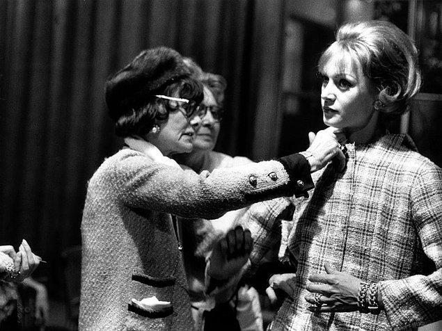 Chanel rahat olmayı seviyordu. O dönem korsesiz kıyafet neredeyse yoktu ve bu korse giyme zorunluluğunu da yok ederek kadınlara büyük bir rahatlık sağladı.