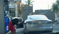 Tesla Aracına Benzin Koymaya Çalışan Kadın