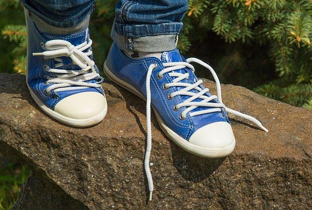 8. Ayakkabı bağları neden kendi kendine çözülür? Özellikle de çocuklarınkiler?