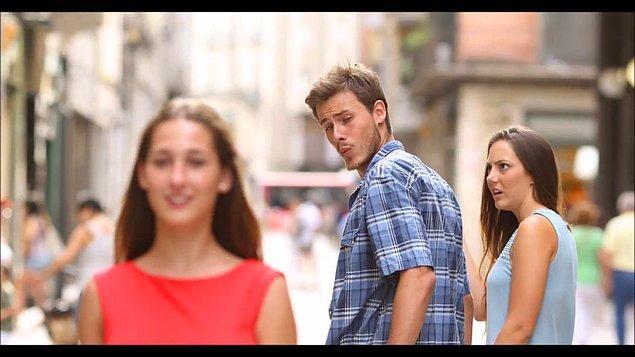 4. Erkek arkadaşımla yan yanayken sürekli  başka kızlara bakıyor. Fakat bunu söylediğimde sadece gözüm kaydı diyor. Sence de doğru mu?