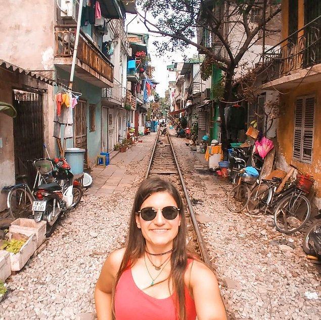 3. Tek başına 120 şehir gezerek bizlere ilham olan sosyolog Esra