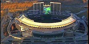 Stadyumun Dev LED Ekranında Mario Kart Oynayan Kafadarlar