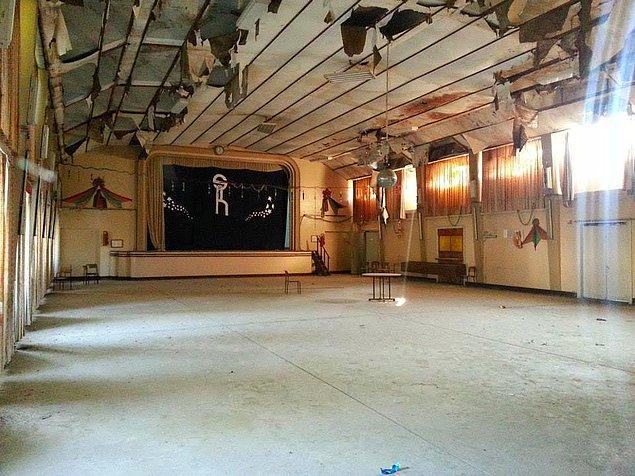 700 kişilik sinema salonu nüfusun 12.000 olduğu kentin ihtiyacını karşılamak için düşünülmüştü.
