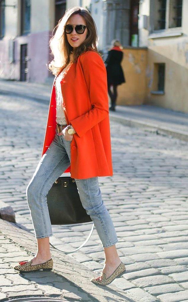 7. Kış bitmeden dolabınıza bir turuncu manto da eklemek isteyebilirsiniz...