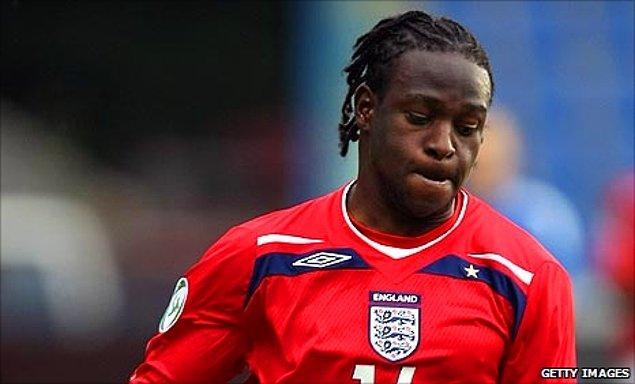 Moses, olayın 1 hafta sonrası amcası tarafından İngiltere'ye sığınmacı olarak götürüldü. Bir süre sonra anne babasının öldüğünü öğrenen yıldız futbolcu İngiltere'de koruyucu bir ailenin yanına verildi.