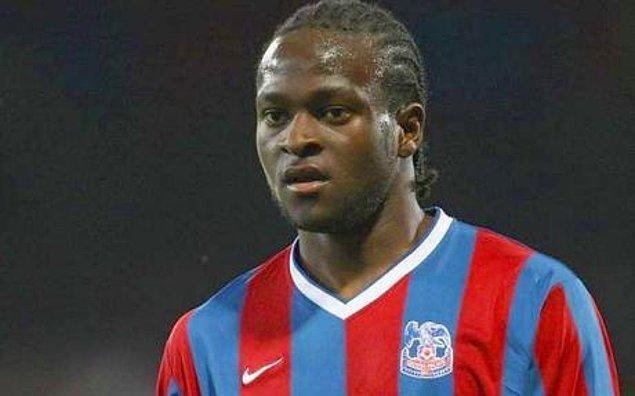 Kısa sürede İngiliz vatandaşı olan Moses, İngiltere'de Teknik Lise'de eğitim görürken bir yandan ise futbolculuk hayalini gerçekleştirmek istiyordu.