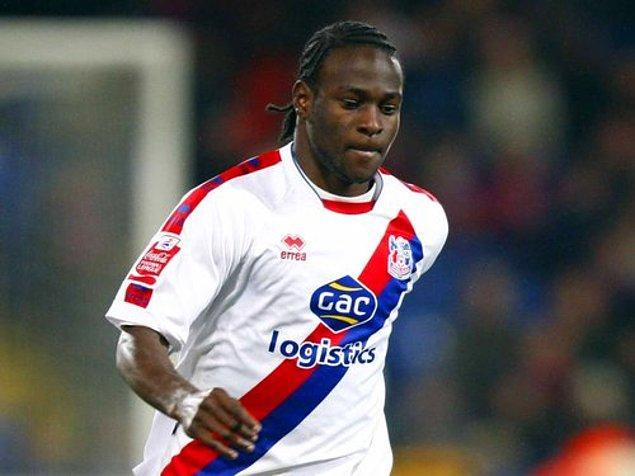 Her fırsatta topun peşinde koşan Moses, okul takımının ardından yeteneği fark edildi ve Crystal Palace'ın altyapısına seçildi.