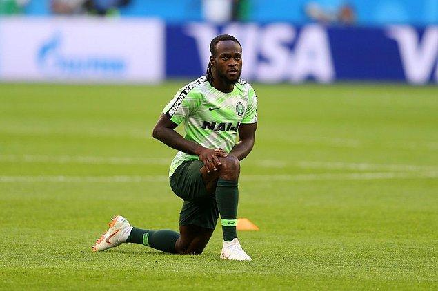 """Yıllar geçtikçe daha ünlü bir futbolcu olan Nijeryalı futbolcu yaşadıklarını asla unutmadı. Moses o günlerde İngiliz basınına verdiği röportajda, """"Bulunduğum için Tanrı'ya şükkretmeliyim. Bu bir hayalin gerçekleşmesidir. Eğer daha sıkı çalışmaya devam edersem, kimbilir belki bir gün Barcelona'ya giderim."""" ifadelerini kullanmıştı."""