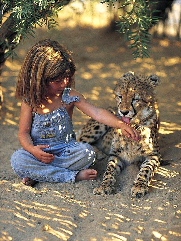 """Bir keresinde Tippi: """"Burada arkadaşım yok. Çünkü hayatımda hiç çocuk görmedim. Hayvanlar benim arkadaşım."""" dedi."""