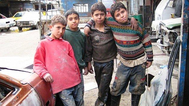 """1998: Türkiye, Uluslararası Çalışma Örgütü'nün (İLO) """"Çocuk İşçi Çalıştırmayı Yasaklayan"""" iki maddesine imza attı."""
