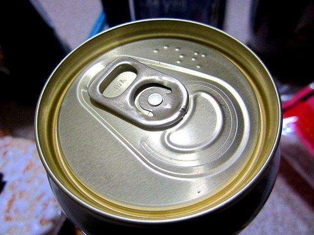 22. Kutu içeceklerin üzerindeki görme engelli alfabesi ile yazılan yazı: