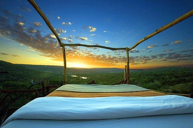 1. Yıldızların altında, açık bir alanda gökyüzünü izleyerek uyu.