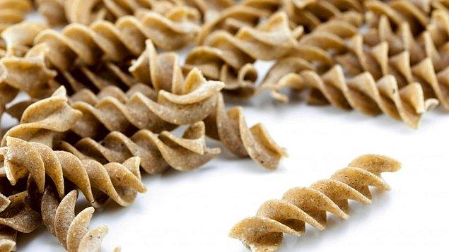 Peki ya böcekli makarna desek? Dünyaya bu alanda açılmayı hedefleyen Taylandlı bir firma, böcek tozlu makarna üretti.