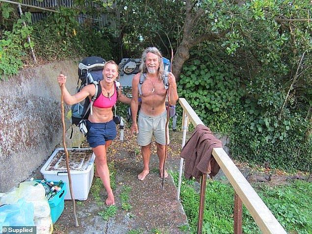 2010 yılında doğada yaşamaya karar verdikleri zamandan bu yana, idrarla saç yıkamak Miriam'ın yaptığı sıra dışı şeylerden yalnızca bir tanesi.