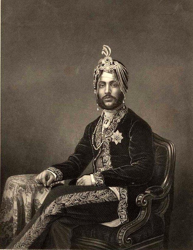 4. Hindistan prens devletinin mihracesi Jai Singh, Londra'da bir Rolls-Royce galerisini ziyaret ettiğinde satış sorumlusu Singh'in arabayı alamayacağını ima etmiş. Singh ise on tane almış, hepsini Hindistan'a yollatmış ve araçların çöp toplanması ve taşınmasında kullanılmasını emretmiş.