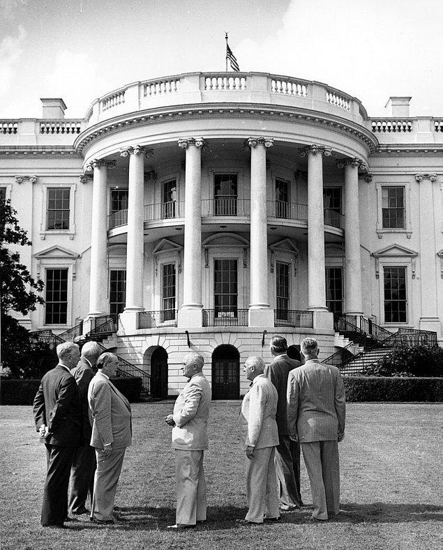 5. Truman'ın başkanlık döneminde Beyaz Saray o kadar kötü bir durumdaydı ki, bir yapı denetim görevlisi tabanın alışkanlıktan ayakta durduğunu söylemişti. Başkanın banyosu ve yatak odası ise yapısal olarak güvenli olmamaları gereğiyle mühürlenmişti.
