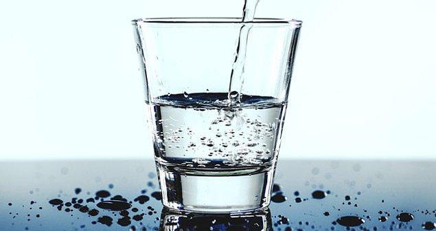 10. Su, sıcaklığına bağlı olarak farklı dökülme sesleri çıkarır ve insanların %96'sı bu sesi ayırt edebilir.