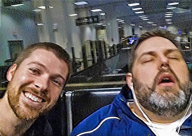 """22. """"Kocam birkaç dakika önce bu fotoğrafı gönderdi. Bu arada uyuyan eşim, yanındaki adam kim bilmiyorum."""""""