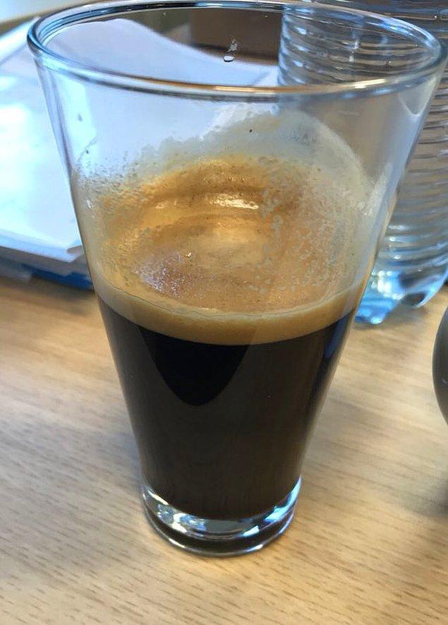 """8. """"Bir bardakta 5 shot espresso. Eğer bu da uyanmama yardımcı olmazsa, ne yapacağımı bilmiyorum."""""""