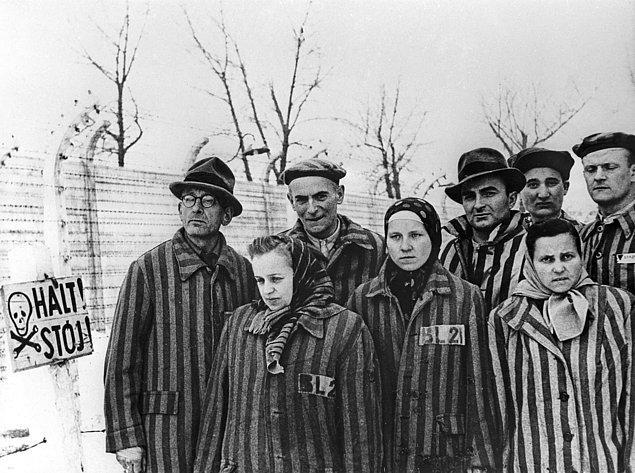 Sovyet ordusunun özgürleştirmesinden önce Auschwitz mahkumları, Ocak 1945.