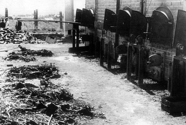 Auschwitz-Birkenau'daki ölü yakma ocakları, Şubat 1945.